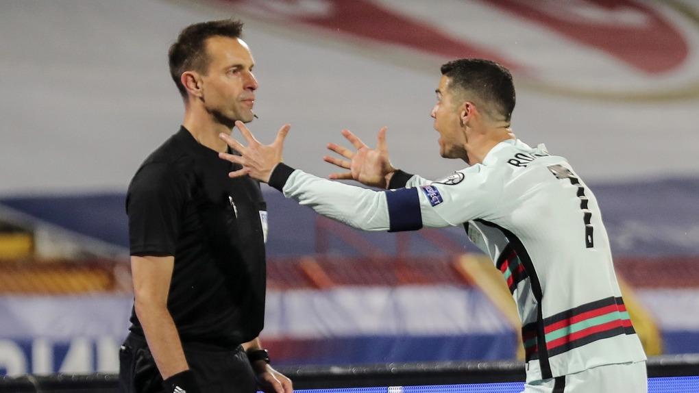 Trọng tài trả giá đắt khi từ chối bàn thắng của Ronaldo - 1