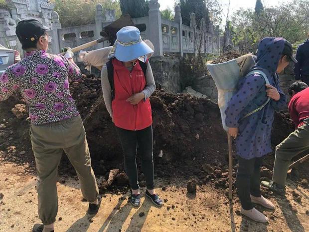 Những 'ngôi mộ người sống' đắt cắt cổ ở Trung Quốc: Người 'không dám chết', kẻ 'chốt đơn' ngay kẻo hết - 1