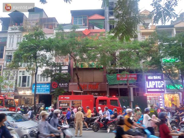 Hà Nội: Cháy nhà hàng Nét Huế đúng giờ cao điểm, giao thông ùn tắc nghiêm trọng - 3