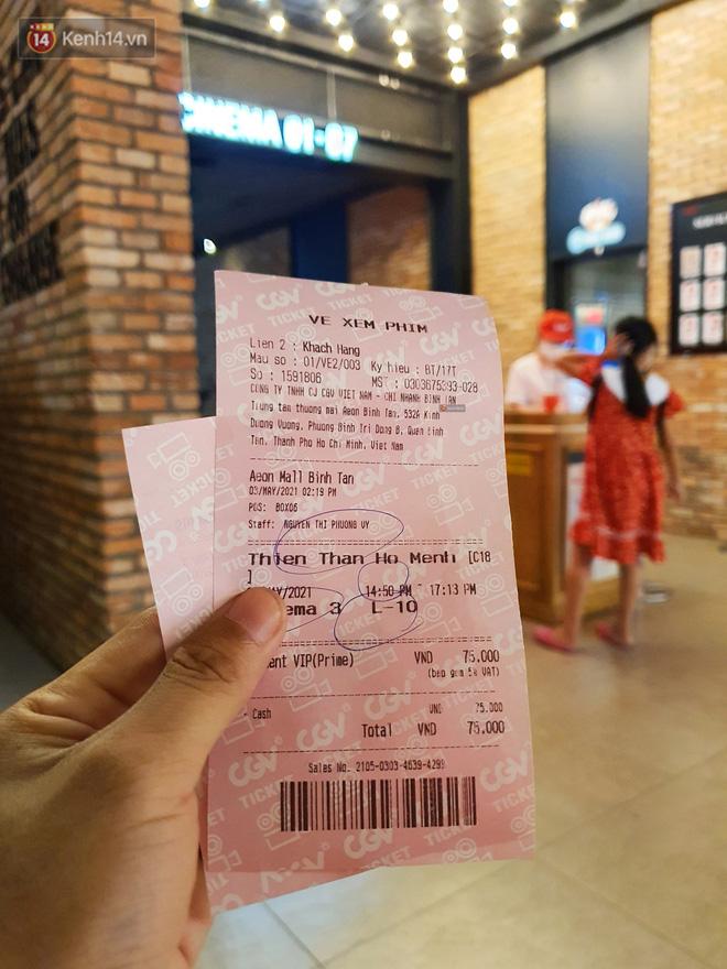 Chùm ảnh: Các rạp phim tại TP.HCM đông đúc trước giờ đóng cửa, nhiều bạn trẻ tranh thủ đi xem cho kịp giờ - 5