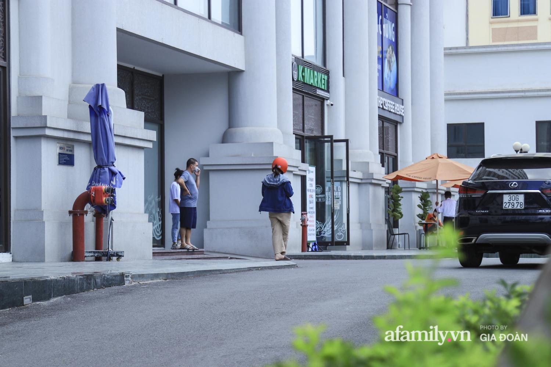Ảnh: Lực lượng chức năng làm việc với 46 người Trung Quốc nhập cảnh trái phép, thuê chung cư ở phường Cầu Diễn - 12