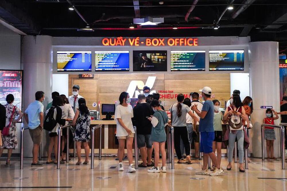 TP. HCM đóng cửa rạp chiếu từ tối 3/5: Loạt phim Việt đang cạnh tranh sôi nổi bị đẩy đến bờ vực nguy cơ - 1