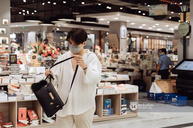Trung tâm thương mại Sài Gòn ra sao giữa đợt dịch Covid-19 thứ 4: Nơi thì vắng hoe, chỗ vẫn thấy rất đông người check-in - 26