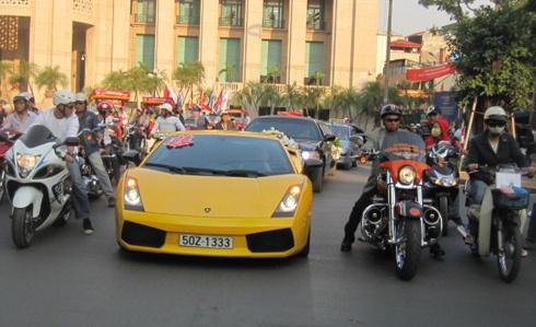 Chiếc Lamborghini khởi đầu cho phong trào siêu xe tại Việt Nam: Rớt giá 'thê thảm' - 3