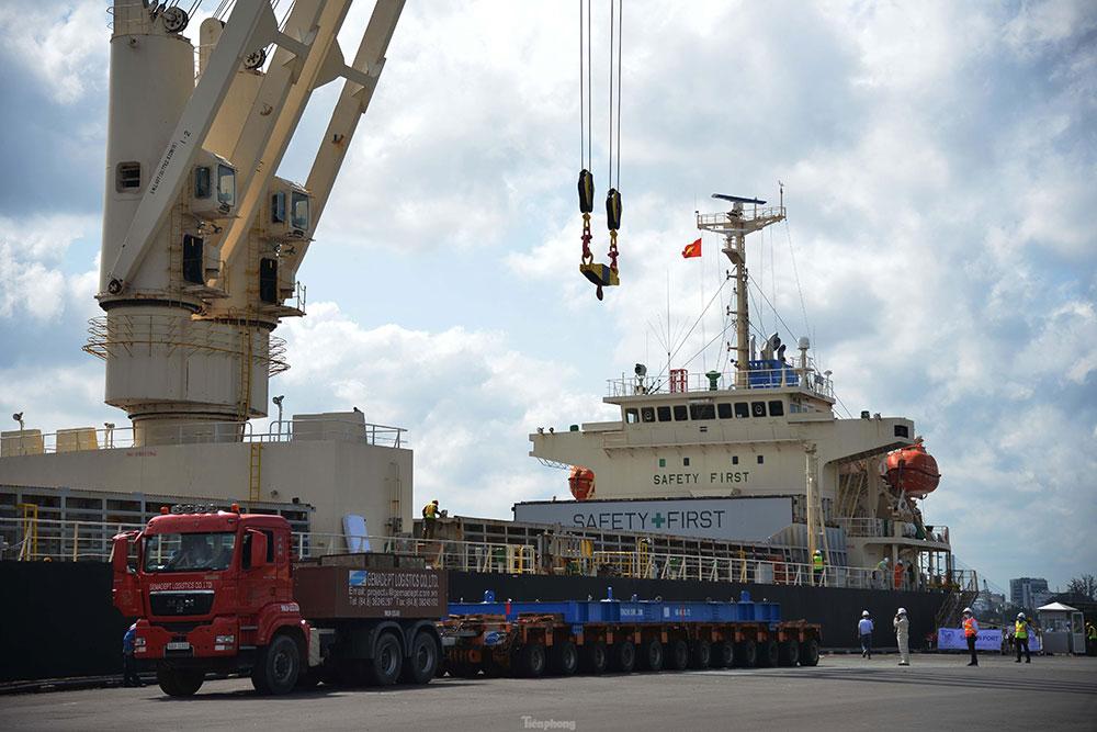Cận cảnh 2 đoàn tàu tuyến Metro số 1 cập cảng TPHCM - 1