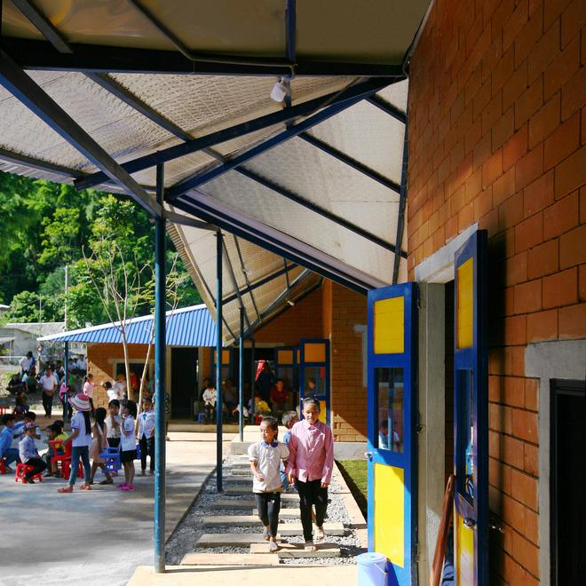 Ngôi trường của người dân tộc Thái ở Sơn La đẹp như tranh vẽ - 13