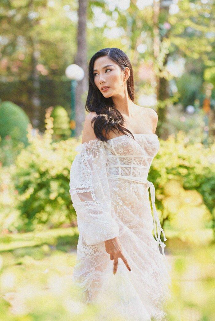 Hoàng Thuỳ - Mai Phương Thuý đọ vòng 1 khi cùng diện chiếc váy mỏng manh như sương - 9