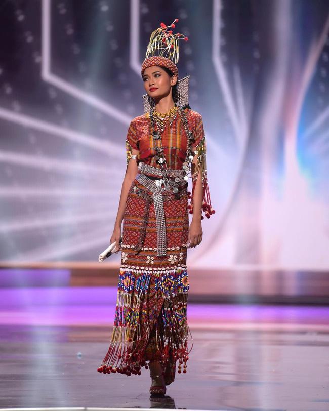 Chuyên trang sắc đẹp công bố 10 trang phục dân tộc đẹp nhất Hoa hậu Hoàn Vũ 2020 - 1