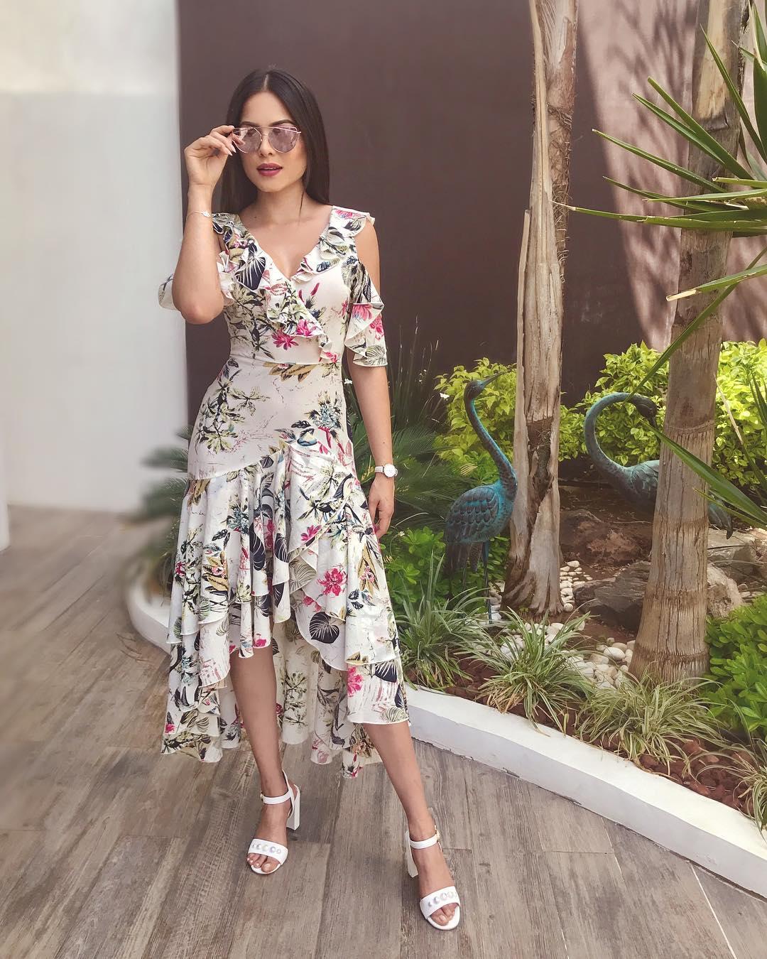 Style đời thường của Tân Hoa hậu Hoàn vũ Mexico: Chuẩn 'bánh bèo chúa' khi diện toàn váy áo hoa lá hẹ - 6