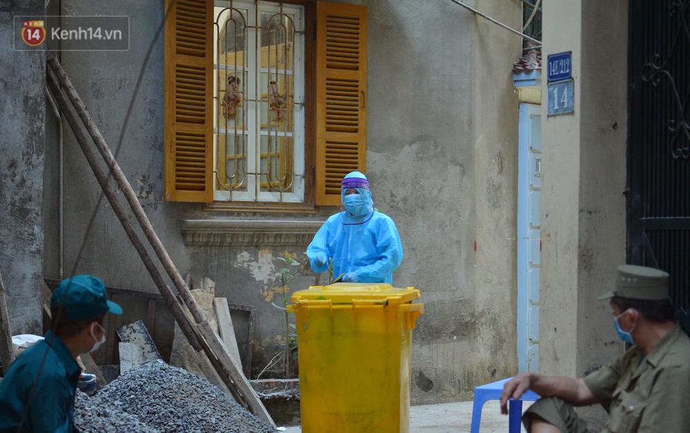 Ảnh: Hà Nội phong toả con ngõ ở Khương Đình do có ca dương tính với SARS-CoV-2 - 10