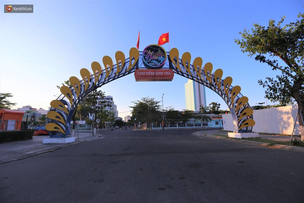 Ảnh: Những con phố 'lặng thinh' ở Đà Nẵng trong những ngày dịch Covid-19 hoành hành - 12