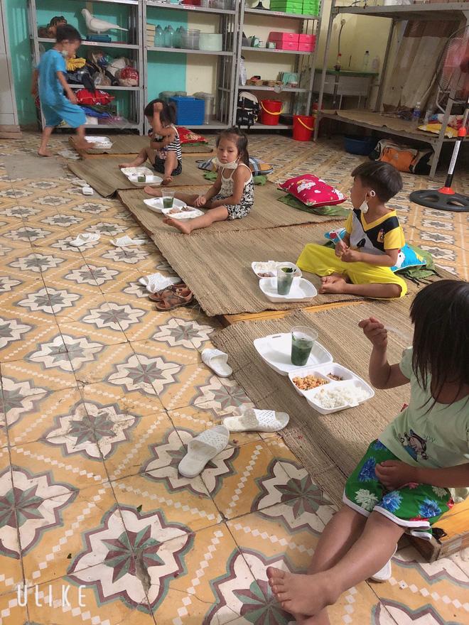 Thương lắm những em bé phải xa bố mẹ đi cách ly tập trung: Tự ăn cơm, chơi một mình và không quấy khóc - 13