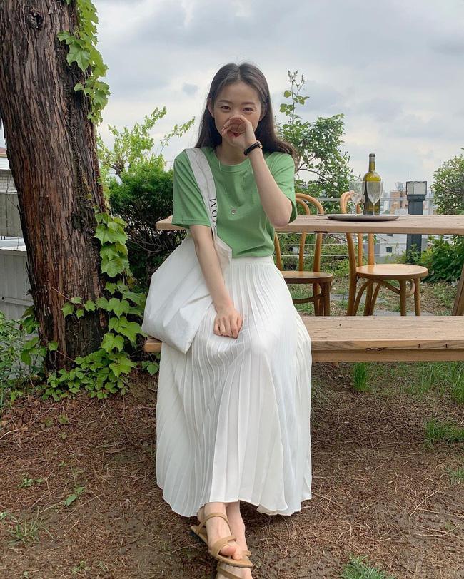 Diện chân váy dài đẹp xinh hết cỡ nhờ áp dụng 12 cách mix của gái Hàn - 8