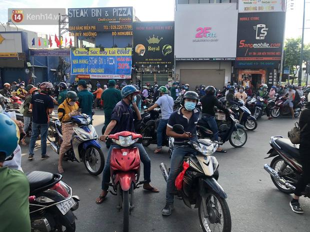 TP.HCM: Ùn tắc tại các chốt chặn ở Gò Vấp sáng 31/5 do người dân loay hoay không biết nên vào hay ra - 3