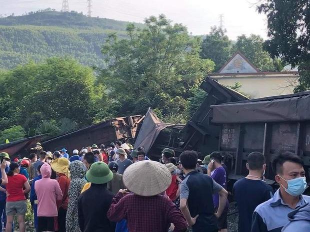 Sáu toa tàu bị đứt trôi ngược trên đường ray ở Quảng Ninh, 1 bé trai thương nặng - 3