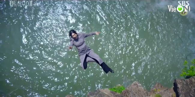 Cuộc chiến thượng lưu 3 mở màn cực đỉnh: Seo Jin vừa ra tù đã bị Su Ryeon bắt cóc vứt xuống sông, Ju Dan Tae trở lại hoành tráng - 2