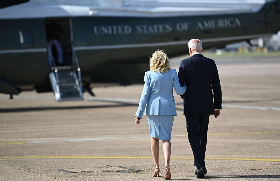 Nữ hoàng mời vợ chồng Tổng thống Mỹ thưởng trà chiều - 9
