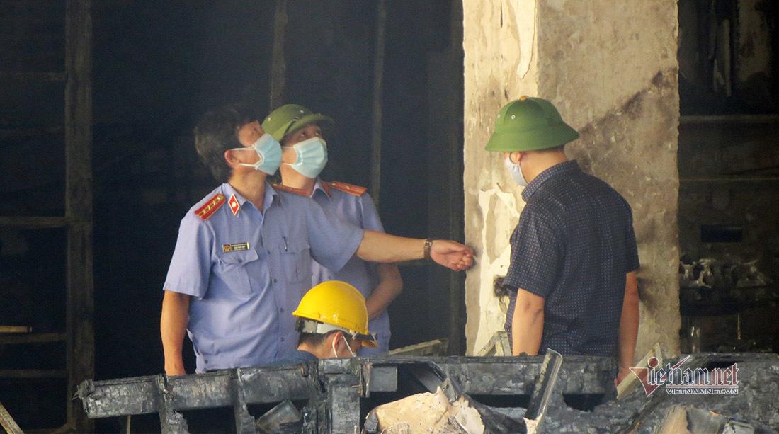 Bộ Công an thu nhiều mẫu vật trong vụ cháy phòng trà ở Nghệ An - 1