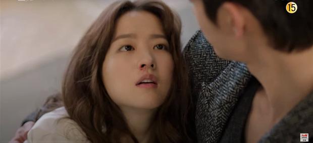Park Bo Young 'bay màu' ở Kẻ Hủy Diệt Gõ Cửa Nhà Tôi, netizen khóc lụt nhà 'Youth Of May vẫn chưa đủ sao?'