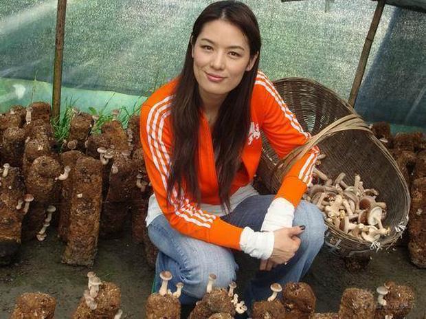 Đệ nhất người mẫu châu Á bị 'cắm sừng', bỏ chồng về quê làm ruộng và cuộc sống bất ngờ với tài sản 23.000 tỷ đồng - 3
