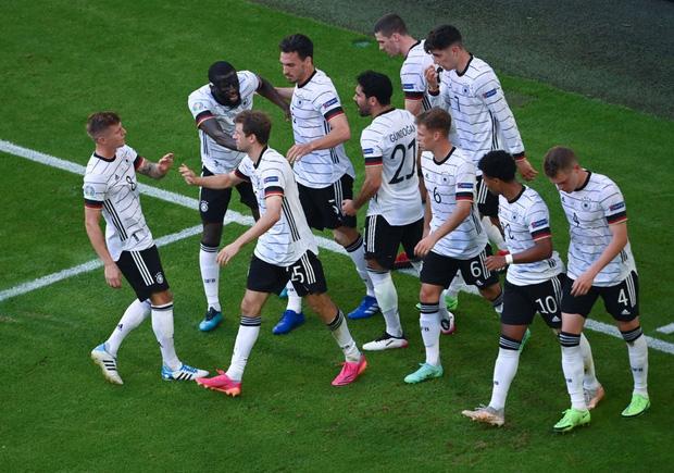Ronaldo ghi bàn mang tính lịch sử, Bồ Đào Nha vẫn thua tan nát trước Đức - 1