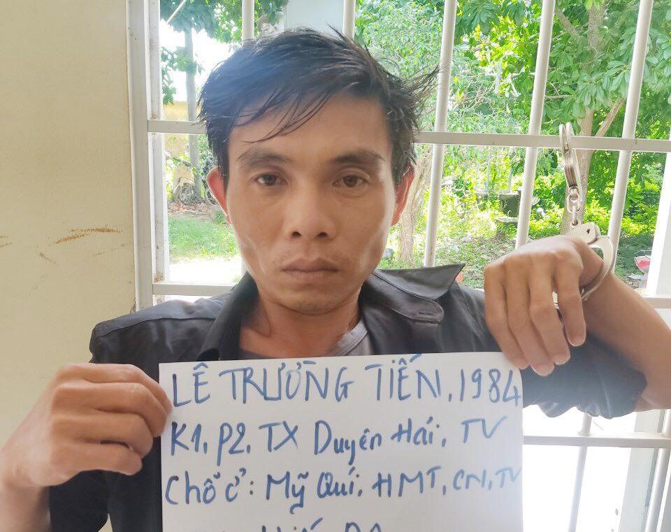 Gã đàn ông cầm dao khống chế đòi cưỡng hiếp hai cô gái