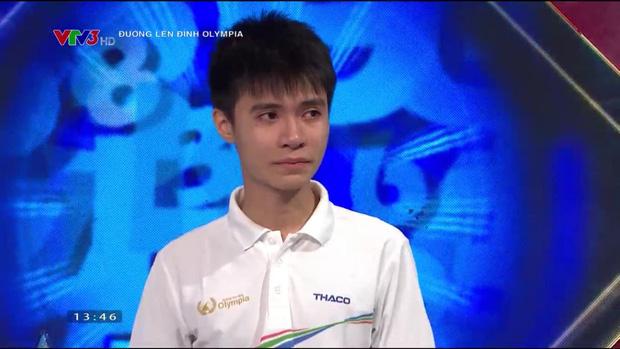 Đường Lên Đỉnh Olympia bị nhận xét dồn hết câu khó cho thí sinh Nghệ An, khiến cậu bạn khóc nức nở vì không được vào CK năm