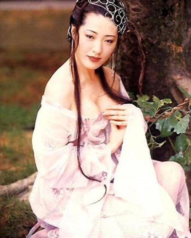 'Mỹ nhân vòng 1 đẹp nhất châu Á' hóa thành dâm phụ Phan Kim Liên đình đám, sau phải cắt ngực và cái kết bất ngờ bên chồng đại gia
