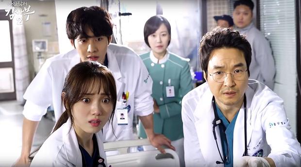 5 lý do Người Thầy Y Đức là bộ phim hoàn hảo để xem mùa dịch: Công phá hàng loạt kỷ lục, mức độ healing chẳng kém Hospital Playlist! - 2