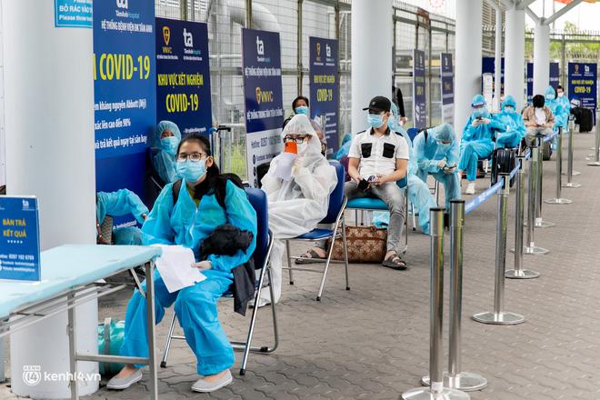 Ảnh: Hơn 600 người dân Đà Nẵng bị 'mắc kẹt' tại TP.HCM được trở về quê hương trên chuyến bay 0 đồng - 5