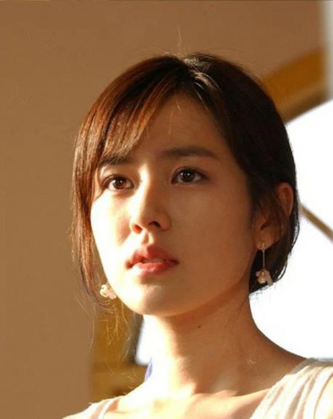 Dàn mỹ nhân 'phim 4 mùa' ngày ấy và hiện tại: Song Hye Kyo, Son Ye Jin xinh đẹp trường tồn, có 1 người lại vướng nghi án dao kéo - 6
