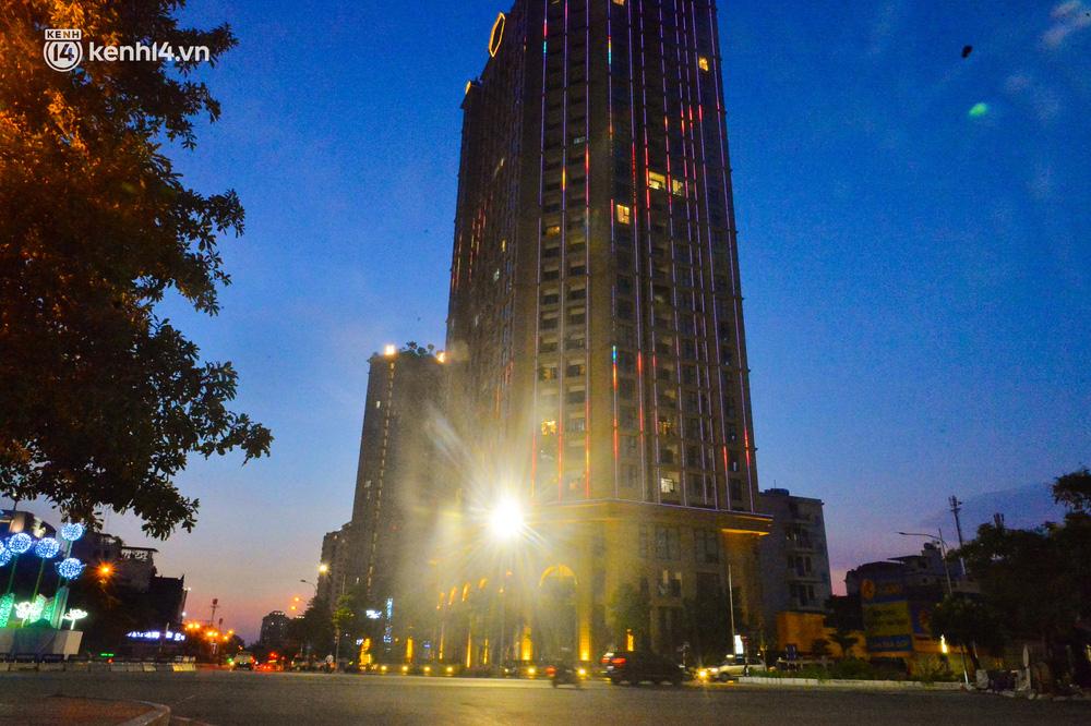 Hà Nội: Phong toả tạm thời chung cư cao cấp tại quận Tây Hồ, đưa 2 F1 đi cách ly tập trung