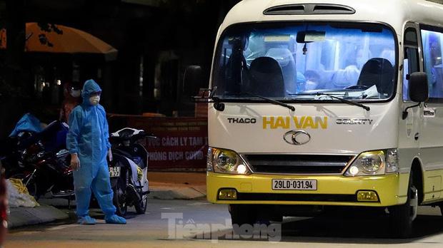 Hà Nội đưa hàng chục F1 ở 'ổ dịch' Thanh Xuân Trung đi cách ly tập trung ngay trong đêm - 11