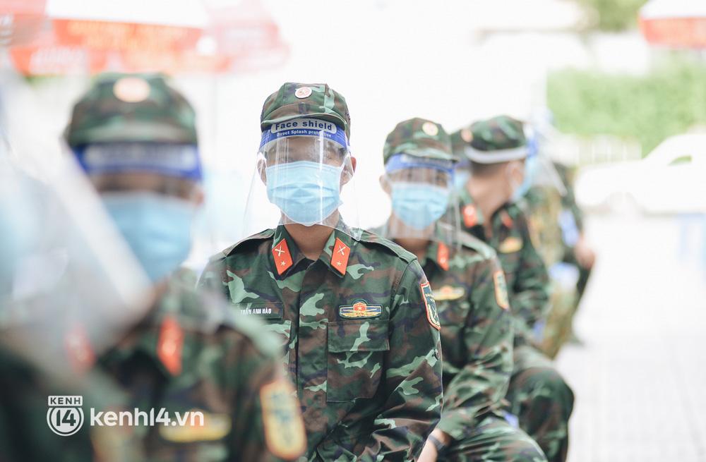 Hàng trăm bộ đội tham gia chống dịch COVID-19 ở TP.HCM được tiêm vaccine mũi 2 - 2