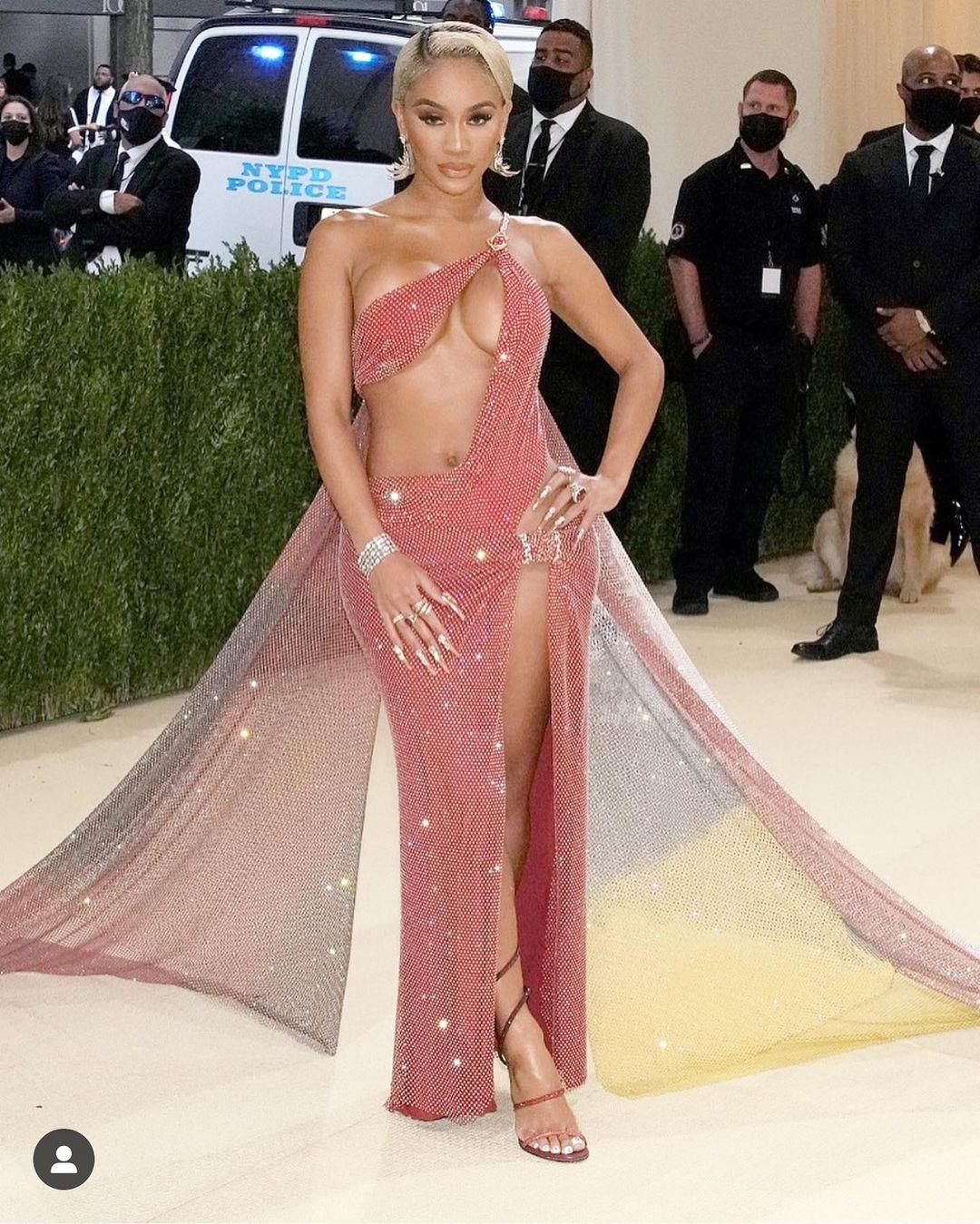 9 bộ cánh hở bạo nhất Met Gala 2021: Kendall Jenner lất át dàn sao nhờ thân hình cực phẩm - 15