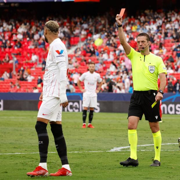 Trận cầu kỳ lạ nhất lịch sử Champions League: kỷ lục 4 quả phạt đền chỉ trong hiệp một, 2 thẻ đỏ và 1 pha bỏ lỡ khó tin - 6