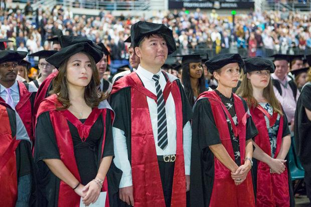 Góc khuất ẩn sau danh tiếng 'nền giáo dục tốt nhất thế giới' của Nhật Bản: Tiến sĩ cũng đói việc, nghèo thu nhập