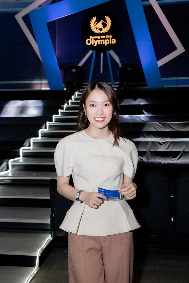 Phỏng vấn nóng Khánh Vy sau số đầu tiên lên sóng Olympia, tiết lộ được bố pha cho 1 cốc nước đặc biệt trước giờ ghi hình - 1