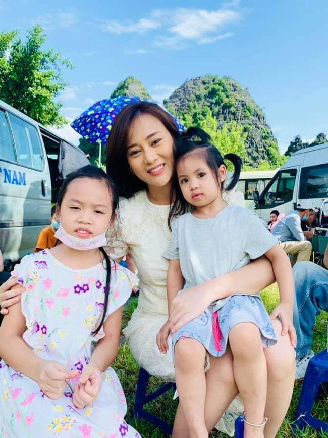 Hương vị tình thân: Clip Phương Oanh đi mua váy bầu, cảnh Long ôm vợ được dự đoán là thông báo có em bé - 5