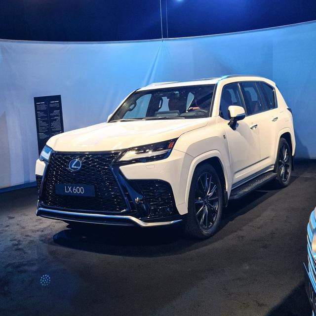 Ảnh thực tế đầu tiên của Lexus LX 600 2022: Đẹp và hầm hố hơn quảng cáo, sẽ về nước phục vụ đại gia Việt - 9