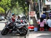 Video: Quận ở TP HCM xử phạt lấn chiếm vỉa hè qua camera