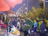 Hình ảnh náo nhiệt tại chợ hoa lớn nhất Hà Nội trước ngày 8.3