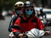 Người Sài Gòn trùm kín mít ra đường khi nắng nóng 39 độ C