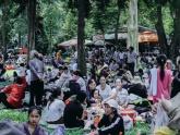 Hàng ngàn người đổ về khu vui chơi ở Sài Gòn trốn nắng nóng gần 40 độ trong ngày nghỉ lễ