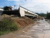 Cầu xây xong bốn tháng chưa có đường dẫn