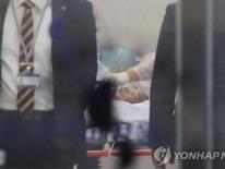 Ai sẽ trả tiền chữa trị 'cao ngất' cho lính Triều Tiên đào tẩu?