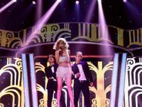 Gương Mặt Thân Quen tập 2: Xuất hiện Taylor Swift nói giọng... Huế, Vũ Hà bất ngờ trình diễn cùng thí sinh