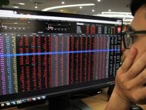 Sắc đỏ trở lại, VN-Index giảm hơn 18 điểm