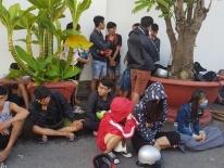 Cảnh sát vây bắt gần 100 thanh niên cổ vũ, đua xe trái phép