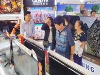 Tivi giá rẻ ồ ạt 'khuấy đảo' các siêu thị điện máy dịp Tết